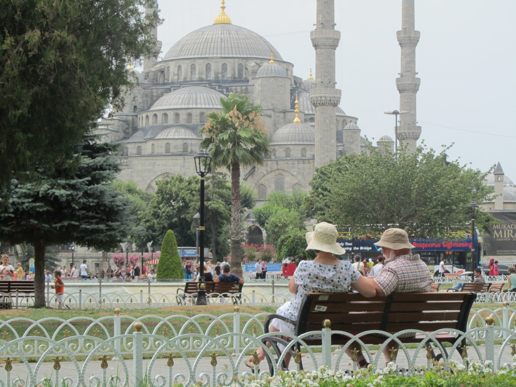 tourists at blue mosque istanbul