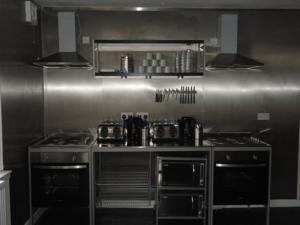 haggis hostel kitchen