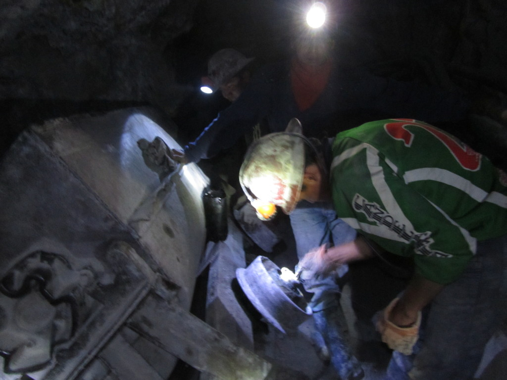 miners-at-work-potosi-bolivia
