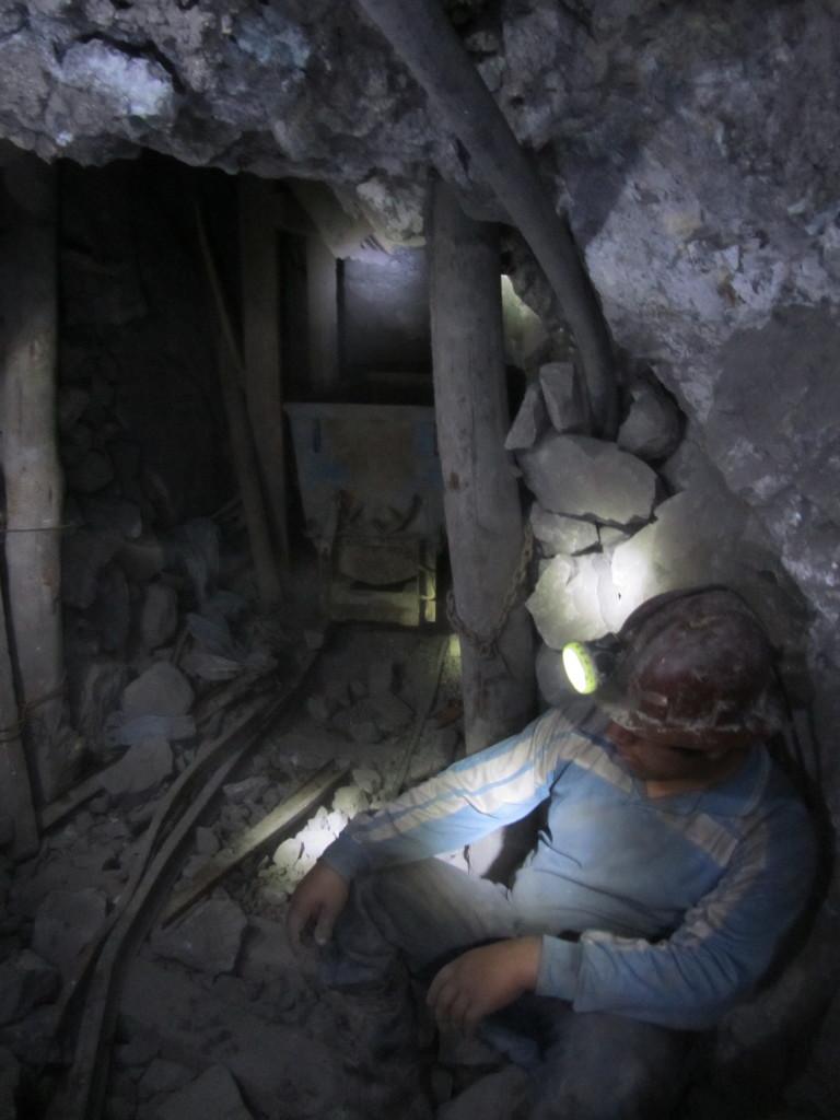 miner-cerro-rico-potosi-bolivia