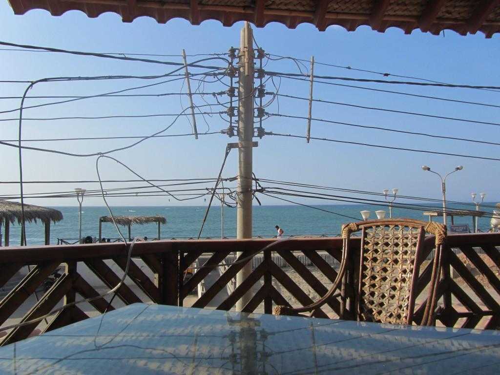 restaurant-with-beach-view-in-mancora